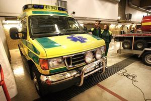 Tre ambulanser av märket Ford Tristar kommer att auktioneras ut på en internetsajt.