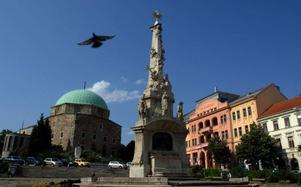 Stadskärnan i Pecs har förklarats som kulturarv av Unesco. Foto: Bela Szandelszky/AP/SCANPIX