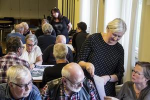 Eva Widergren, samhällsplanerare på Söderhamns kommun diskuterar med Ingrid Belfrage.