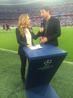 Mark van Bommel tycker till inför Bayern–Barca. Han har själv varit kapten för det förstnämnda laget och vunnit Champions League med det andra!