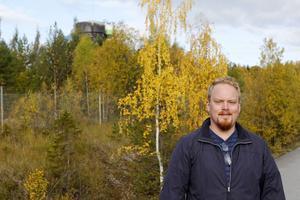 Ofta nämns Birsta i Sundsvall som en modell för Lillänge. Men Pontus Rosér tycker att Lillänge har en klar fördel.    – Birsta skulle bara kunna drömma om att ha de utvecklingsmöjligheter som Lillänge har, med den här närheten till grönområden.