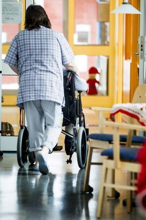 Allt mindre andel av de äldre bor på särskilda boenden.