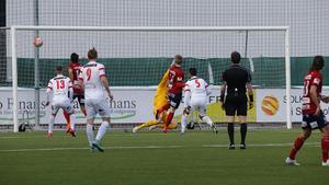 Örgrytes Sebastian Ohlsson gör 0-1 från nära håll.