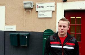 – Jag tycker att beskedet är oerhört tråkigt, säger Mikael Lundgren, som arbetar som  behandlingsassistent på Frösö LVM-hem.