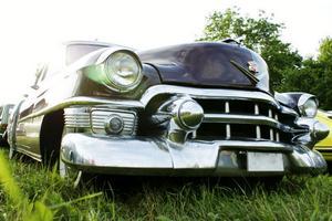 4. Göran Olssons Cadillac från 1953 har ett kaxigt utseende. Innanför den kromade grillen backas det upp av en V8:a på 331 cu.