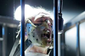 Outtrigger använder stålburar på scen och en sångare iförd tvångströja och ansiktsmask à la Hannibal Lecter.Foto: Adam Ihse/TT