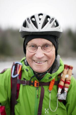 Lars Swartling åker gärna långfärdsskridskor runt Stor-Yan i Hudiksvall - men han åker aldrig ensam.
