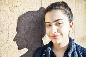 """Yeganeh Parandehtalab kommer ursprungligen från Iran. På skivan sjunger hon låten """"Sister love"""" tillsammans med Erica Skogen."""