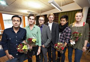 Payam Khatibnia, Elias Widenius, Martin Persson på Stadsbussarna, VD Jürgen Lorentz, Russel Alido och Sara Johansson gläds över framgången i 24-timmarstävlingen.