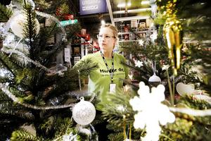 Ebba Fogelfors på Ikea var beredd på skäll från kunderna när julgrejerna plockades fram, men fick i stället glada tillrop.