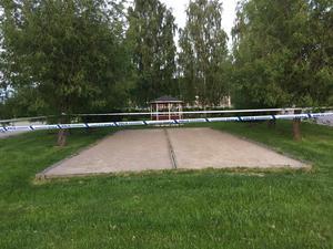 Platsen vid boulebanan i Bergsjö är avspärrad av polisen.