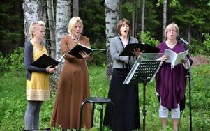 Linda Hellstrand, Katharina Frogner-Kockum, Sofia Sandén och Anna Andersson inledde med sång.