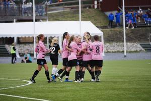 Frösöjubel efter lagets 2–0-mål av Madeleine Hagman.