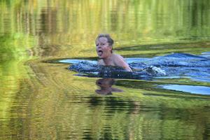 Kerstin tog ett höstdopp i 13 gradigt vatten...det slutade med att jag gjorde det också!!