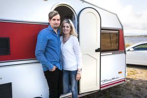 Husvagnen som Välkommen in i parets nyrenoverade husvagn!