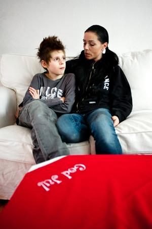 Mio Karlsson och mamma Jenny Simic.