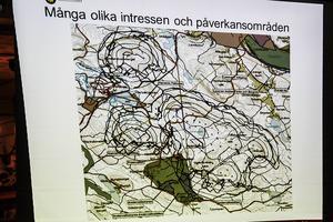 Enligt miljöenhetens bedömning är det tydligt att kurvorna när det gäller ljud och skuggor går ihop med Sörbyparkens, vilket gör Vindmarks ansökan tillståndspliktig hos länsstyrelsen.