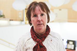Gunilla Zetterström Bäcke (S) vill spara mer än Alliansen i den reviderade budgeten för kommunen 2017.