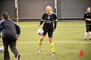 Nygammal. Frida Wernborg tar upp fotbollen igen efter tio år.