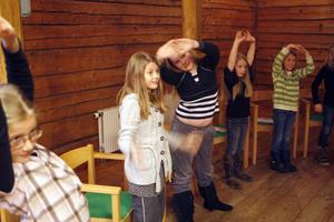 Nora Nordlund, Karolin Kullman, Jenny Holmsten, Maja Wedmark och Silje Embretsen värmer upp.