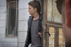 Manusförfattaren Erik Kammerland agerar även framför kameran.