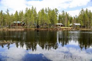 En vacker plats som bjuder in till stillhet, kanske meditation. På skogsmuseet finns även en naturpromenad runt den lilla kvarn- och slipdammen.