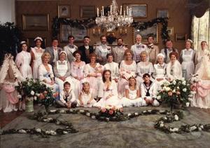 """Alla juldramers farmor är """"Fanny och Alexander"""", som inte bara visats i tv under julen flera gånger utan också bidragit till att forma den svenska synen på en släktjul med extra allt. Foto: SF"""
