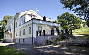 Herrgården. I början av 2000-talet hade  Tetha sitt hem  i den idylliska orten, Gästrike-Hammarby.
