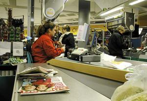 Det råder oanständiga arbetsvillkor inom handel och service.