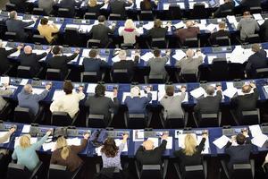 Ska vi kunna konkurrera inom EU och EU med världen så måste EU:s styrande öka sin förståelse för de beslut som fattas. Med mindre pengar i EU och färre byråkrater och klåfingrighet, så kan vi få ett effektivare företagande i unionen, skriver Leif Svensson, Förbundsordförande, småföretagarnas Riksförbund.
