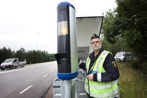 Rune Stranne, polisinspektör vid trafikpoliseni Västmanland, tycker de mobila hastighetskamerorna är bra.
