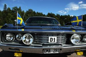 Södermanlands landshövding. På 50-talet körde han runt i den här Chrystlern. På den tiden satt en emaljering av landskapsvapnet på dörren. Foto:Staffan Alberts