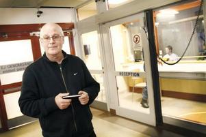 SLUT PÅ GIPS? Vårdenhetschef Mats Larsson blev nästan orolig över att gipset skulle ta slut.