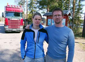 Plågade av lastbilar. Campingsäsongen har börjat i Johannisholm och Paulien och Peter har inte lyckats beveka Vägverket att ordna ny rastplats för tunga fordon. Nu kommer de att sälja anläggningen.