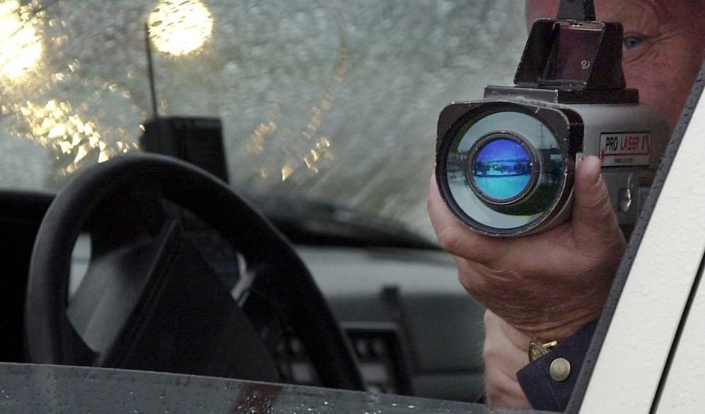 20 fortkorare fast i poliskontroll