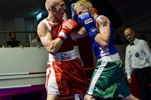 Anton Hellström är kanske Falkens mest lovande boxare just nu. 19-åringen vann på teknisk överlägsenhet när hans motståndare Robin Erikssons sekond kastade in handduken i sista ronden.