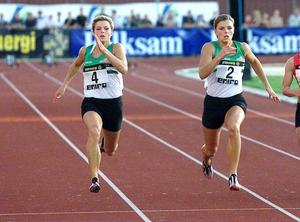Systrarna Susanna och Jenny Kallur plockade hem de två ädlaste medaljerna på damernas 100-meterslopp i SM 2002. Jenny (t.h) var snabbast.