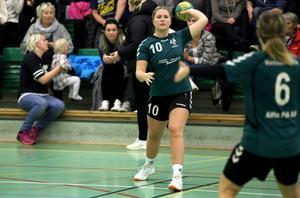 7. Alfta överraskar i division 2-handbollen. Lagets tredjeplats imponerar och Maria Hedlund visar vägen med sina många mål.