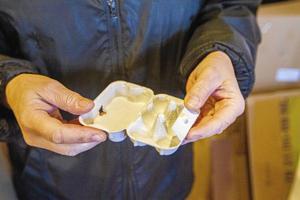 Kartonger för små vaktelägg är en populär produkt just nu.