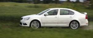 Skoda Octavia RS är bestyckad med en likadan 2,0-litersmotor som VW Golf GTI, men med lite mindre turbotryck och därmed några färre hästkrafter. Ändå finns det kraft så det räcker och blir över.Foto: Rolf Gildenlöw