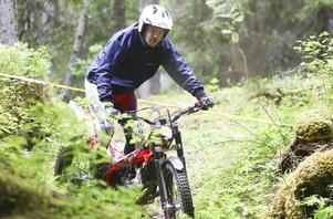 Söndagens deltävling i Norrlandscupen gynnades av ett hyfsat väder. Regnet hade slutat och förarna fick bättre grepp med sina maskiner i skogsterrängen vid Lits slalombacke.