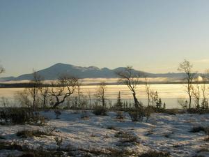 Utsikt från Rensjönäset över Sönner Rensjön och Snasahögarna. Foto: Elin Svensson