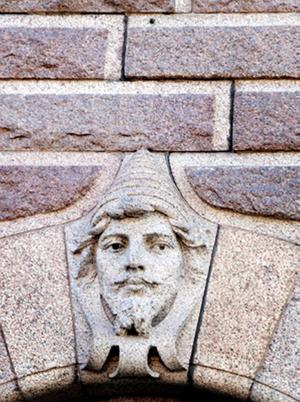 Stenansikte på Hypotekshuset.   Foto: Ur boken