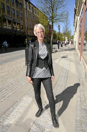 Kerstin Engstrand, 63 år, ÖrebroByxor: KappahlTop och väst: EvaJacka: Garderobsfynd