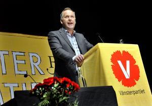 Ställer villkor. Den nye Vänsterledaren Jonas Sjöstedt lovar att inte vara med i en regering som behåller kärnkraften och ska genomföra en medlemsomröstning efter valet om ett eventuellt rödgrönt regeringsprogram.foto: scanpix