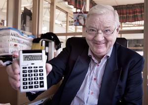 Miniräknaren räcker inte till när Kurt Kristensen ska räkna ut hur stor omsättning hans företag haft under de 35 åren. Klart står i alla fall att han redan för flera år sedan hade kunnat ersätta sin slogan