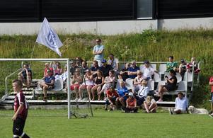 Sundsvalls FF-supportrar följer lagets match mot Tegs SK.