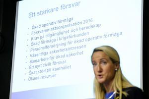 Omstridd presentation. Ordföranden Cecilia Widegren (M) angrep Socialdemokraterna när hon presenterade Försvarsberedningen. Foto: Bertil Ericson/TT