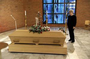 Borgerliga begravningar blir allt vanligare och allt fler väljer att göra det sista farvälet till en personligt utformad ceremoni. LULEÅ 20100115 Borgerlig begravning i Ljusets kapell i Luleå. Foto: Janerik Henriksson / SCANPIX