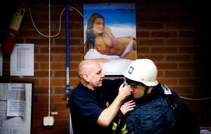 Det är inte så bara att få på sig brandmannen utrustning.